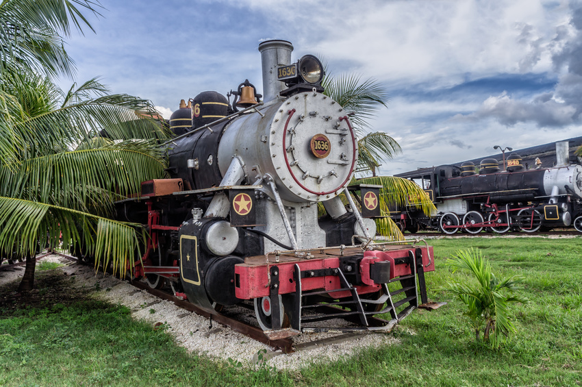 Tourist_sugar_train,_Santa_Clara.jpg